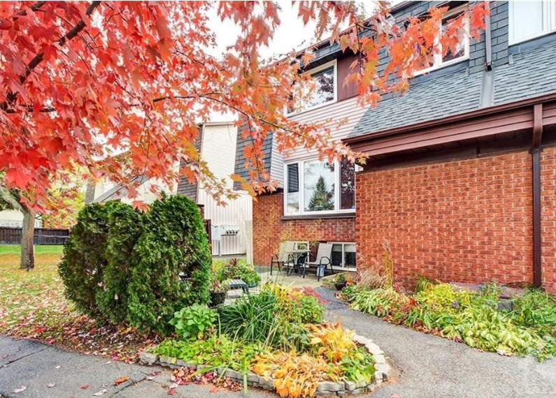 1374 Marigold Crescent, Pineview, Ontario